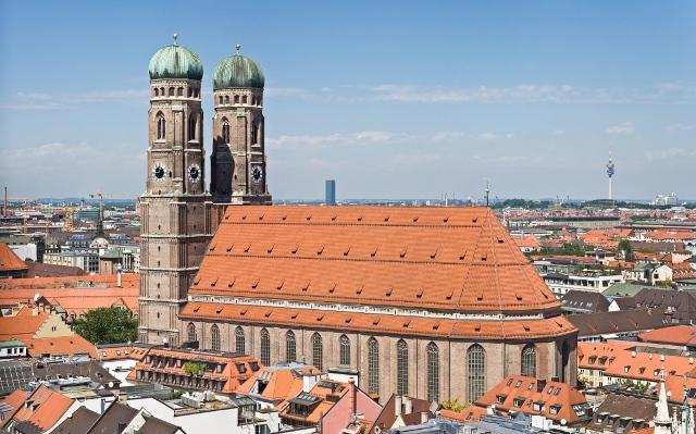 Frauenkirche_Munich_-_View_from_Peterskirche_Tower