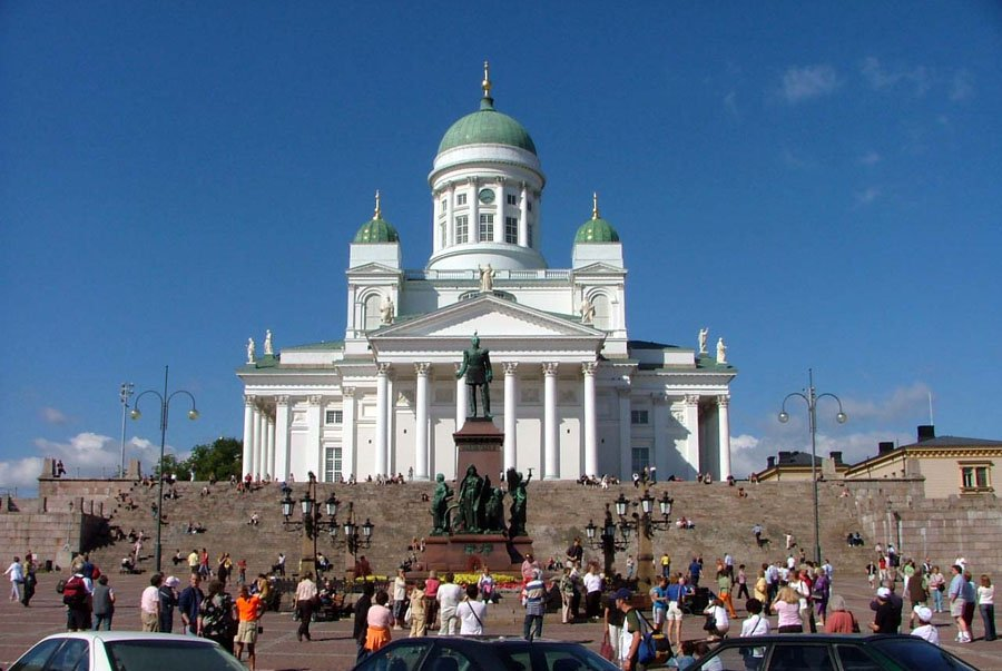 Senate_Square_and_Lutheran_Cathedral_in_Helsinki