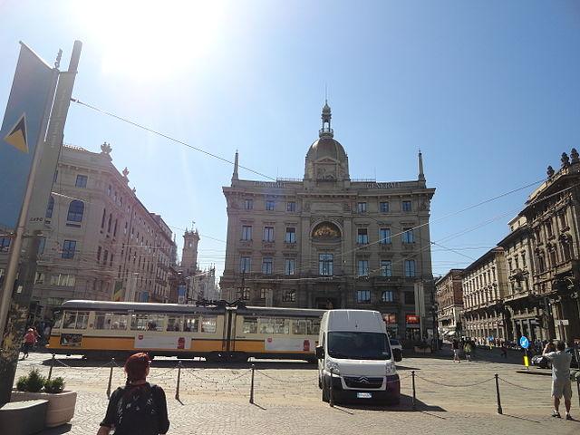 640px-Piazza_Cordusio,_Milan,_Italy_(9474118854)