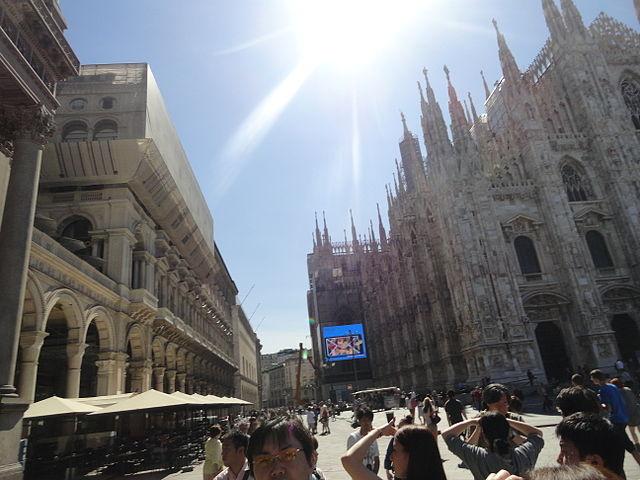 640px-Sun_over_the_Duomo,_Milan,_Italy_(9471452263)