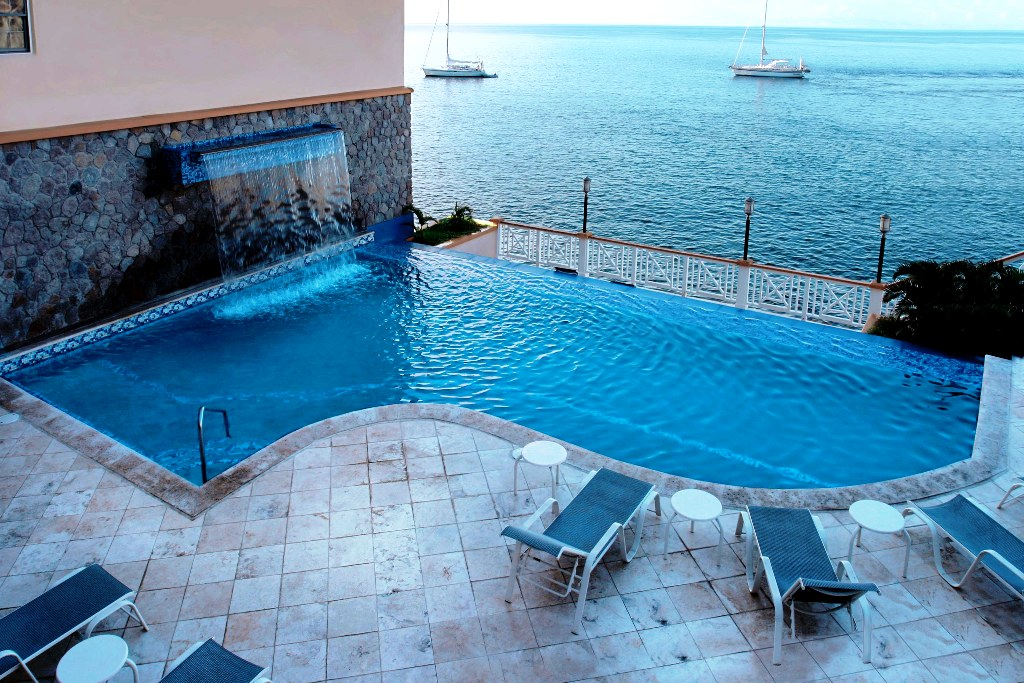 Fort-Young-Hotel-Dominica-Pool