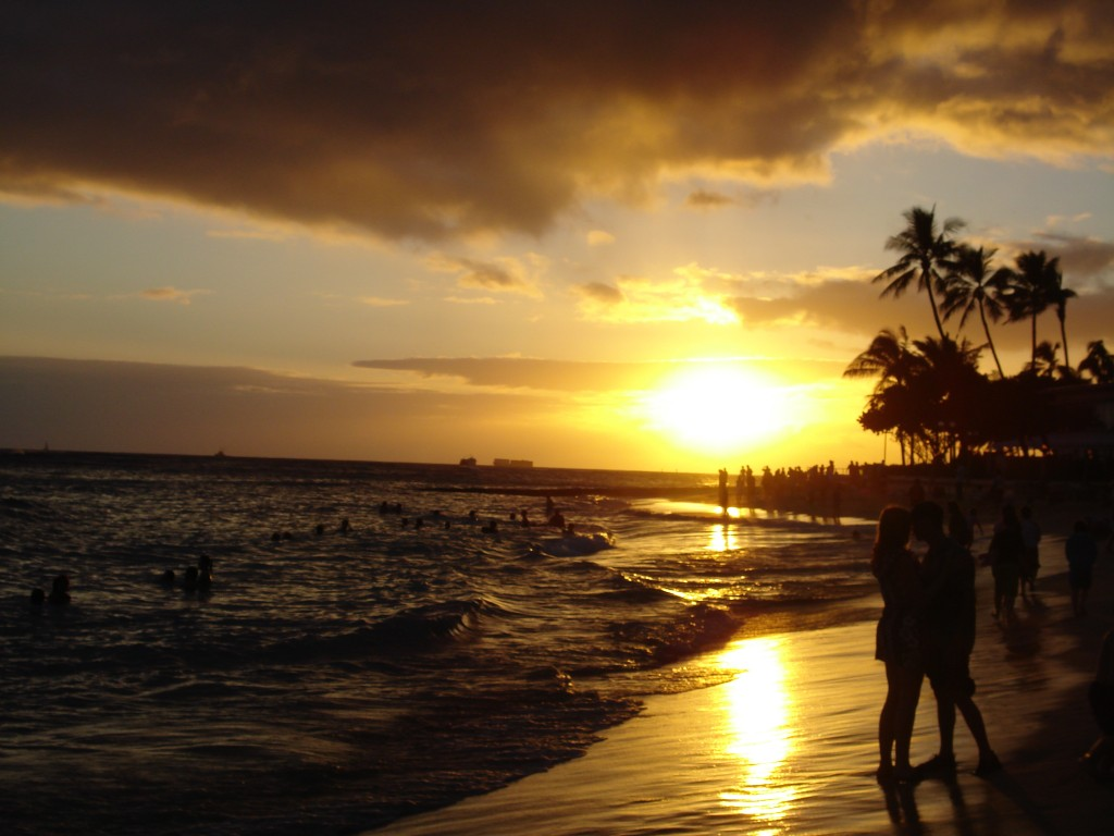 Waikiki_Beach_at_Sunset