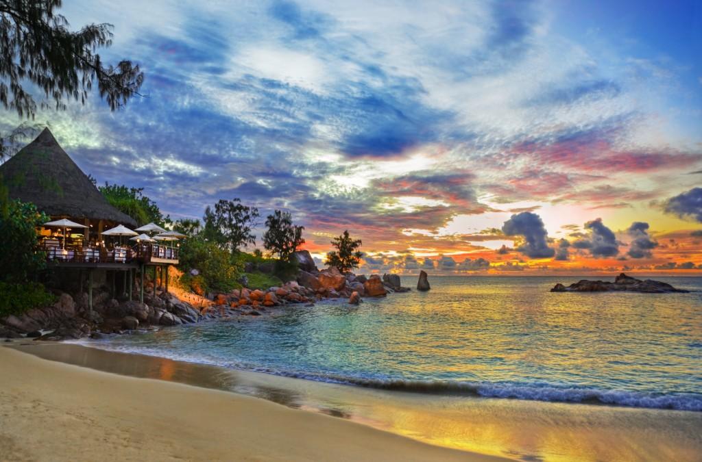 beach-restaurant-praslin-seychelles