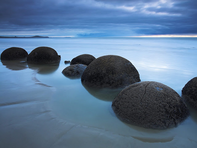 Koekohe_Beach_Moeraki_South_Island_New_Zealand