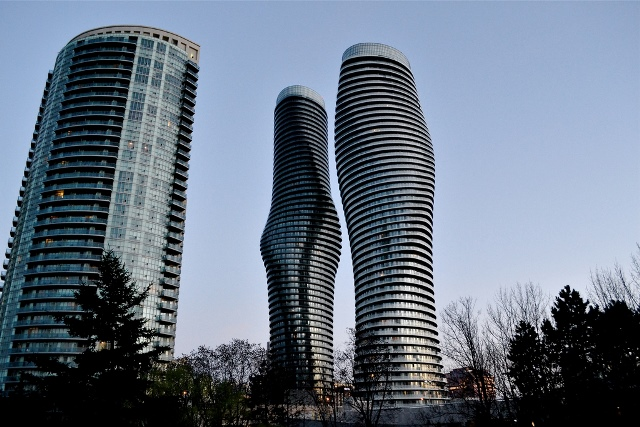 Absolute_Towers_Mississauga_(suburban_Toronto)_Canada