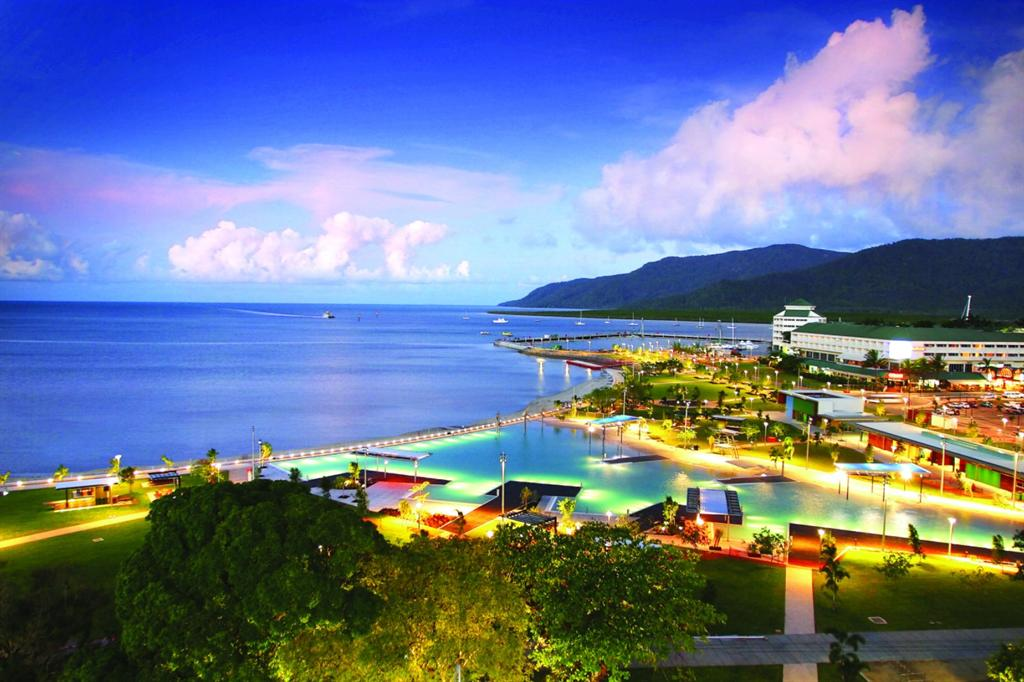 Cairns Esplanade Nightsmall