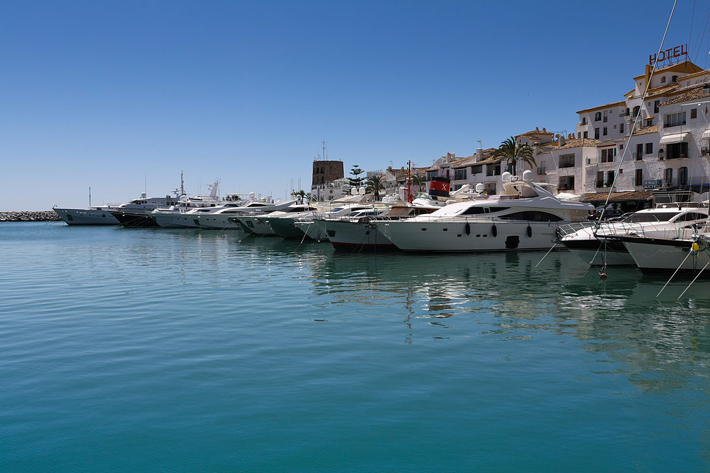 Puerto_Banus_Marina,_Marbella_-_Spain