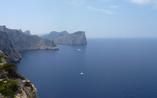 cliffs-169212_640