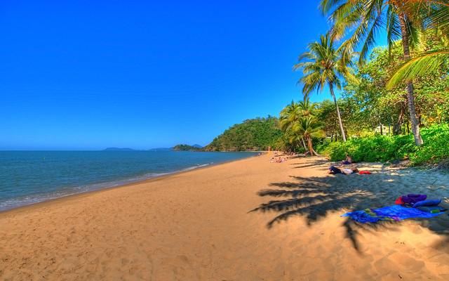 trinity-beach-cairns