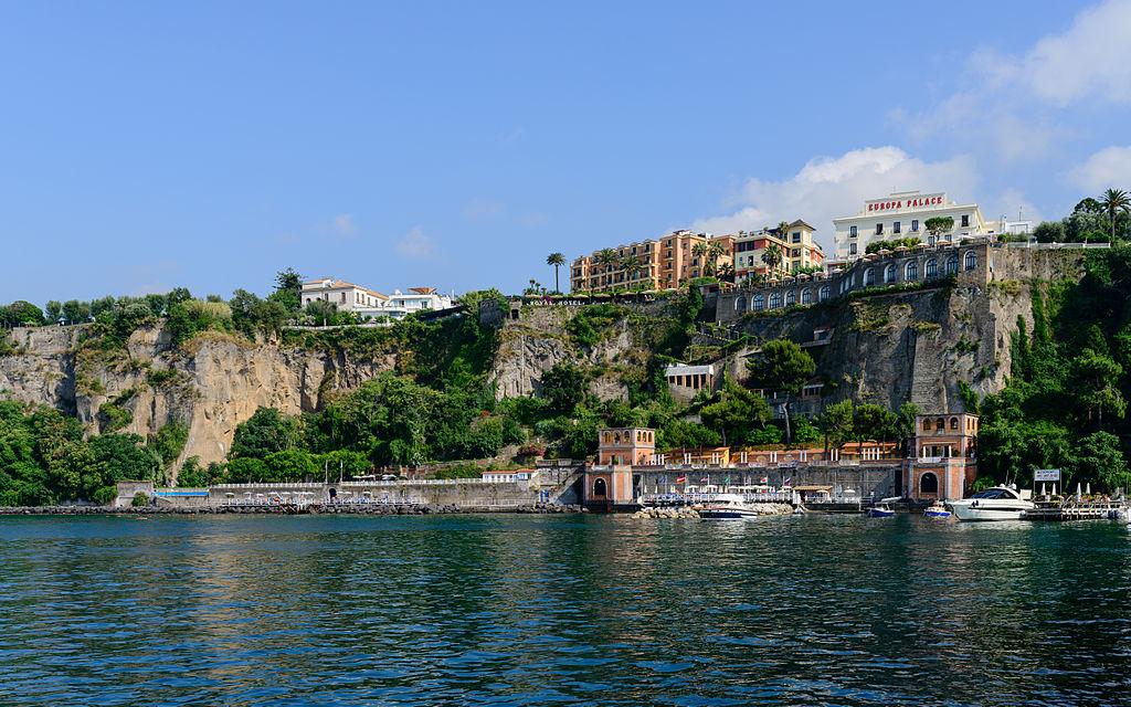 1024px-Coast_of_Sorrento_-_Campania_-_Italy_-_July_12th_2013_-_01