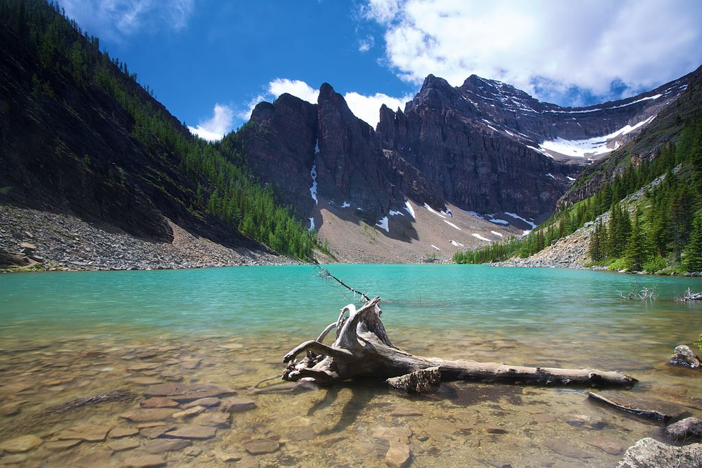 1024px-Lake_Agnes,_Banff_NP_Alberta_Canada