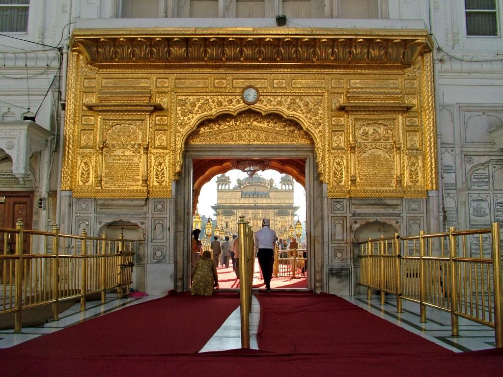 Entrance_to_Golden_Temple,_Amritsar
