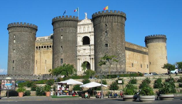 Naples-Castel_Nuovo