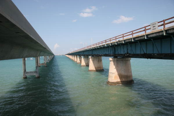 The_new_and_old_Seven_Mile_bridges_Florida_Keys