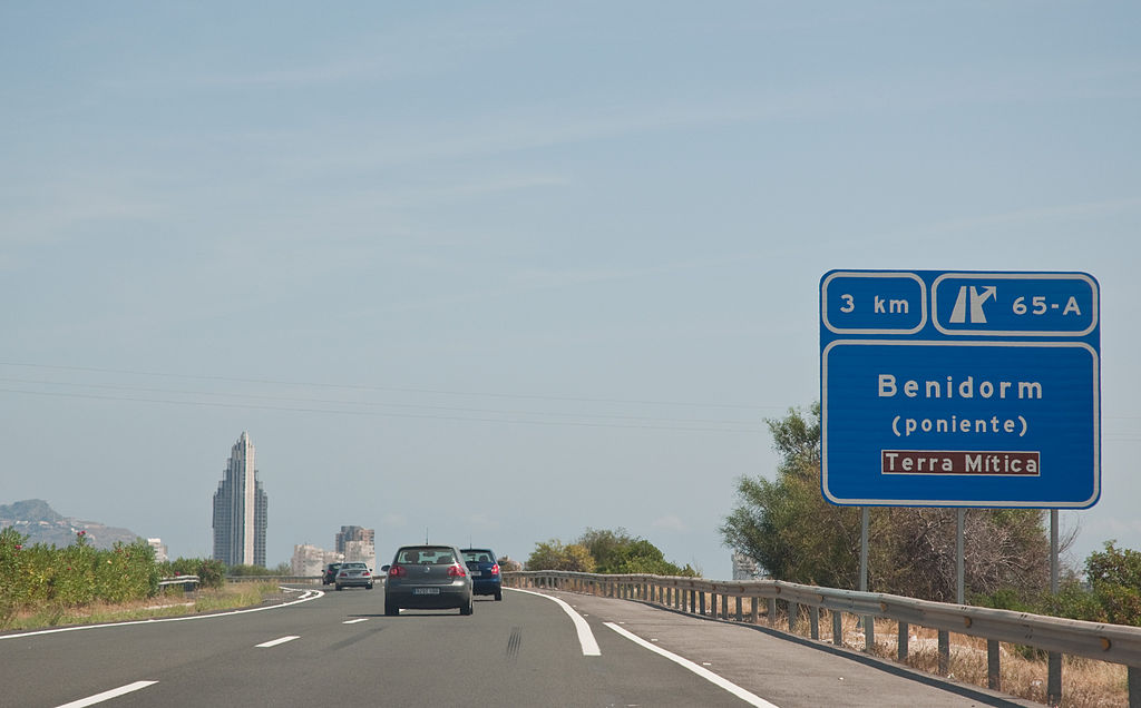 1024px-Benidorm,_Costa_Blanca,_Spain,_17_Sept._2011_-_Flickr_-_PhillipC_(1)