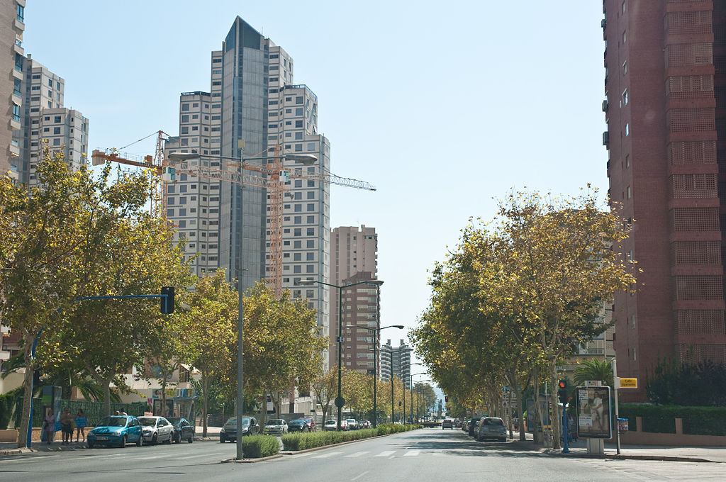 1024px-Benidorm,_Costa_Blanca,_Spain,_18_Sept._2011_-_Flickr_-_PhillipC_(2)