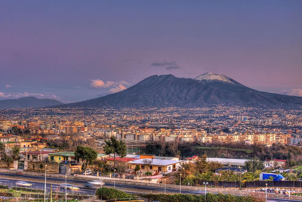 1024px-Mount_Vesuvius_in_Naples,_Italy,_Napoli1