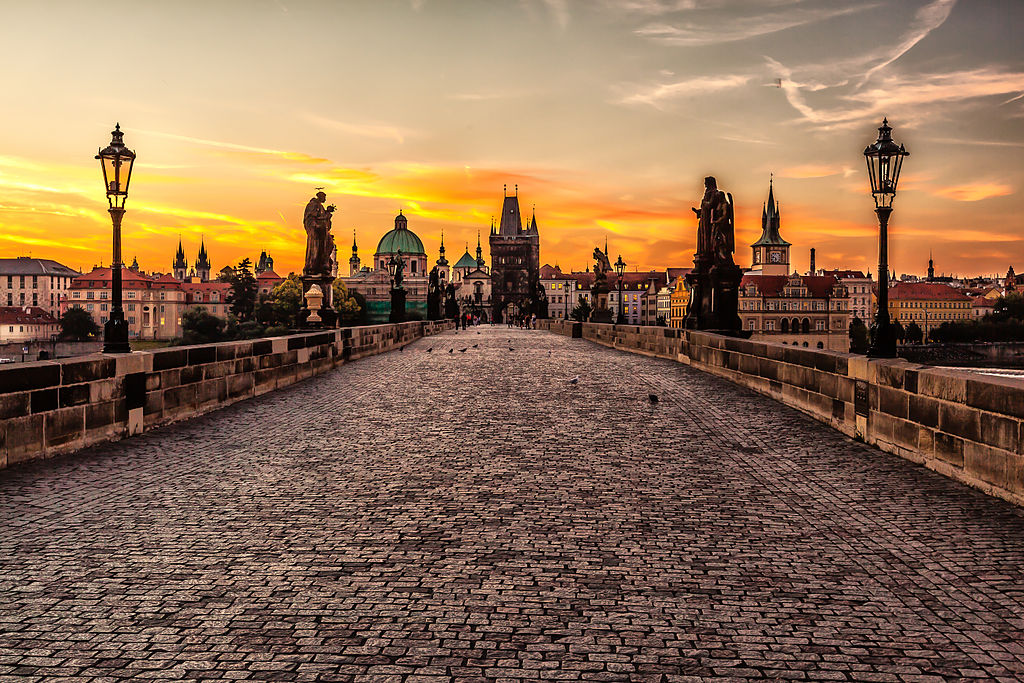 1024px-Prague_sunrise_(8099151633)