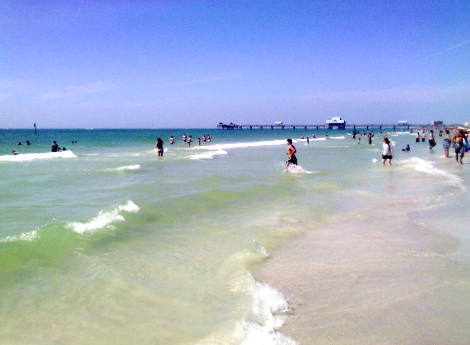 Beautiful_Crystal_clear_Surf_at_Pier_60_in_April_2013