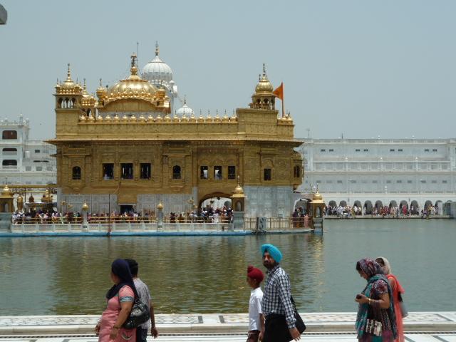 Golden_temple,_amritsar,_India