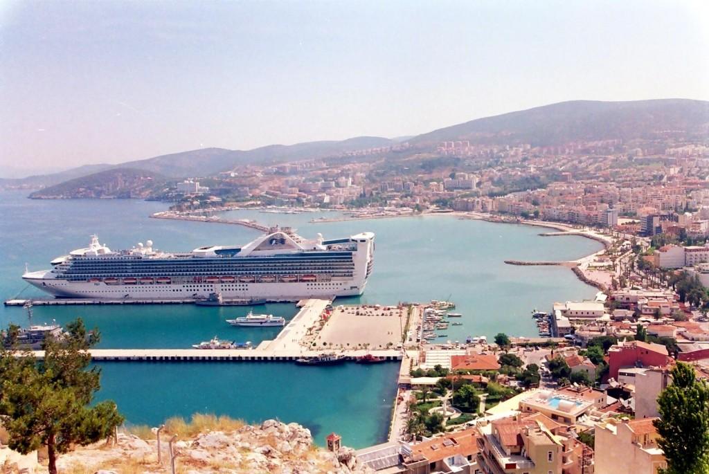 kusadasi-cruise-ship