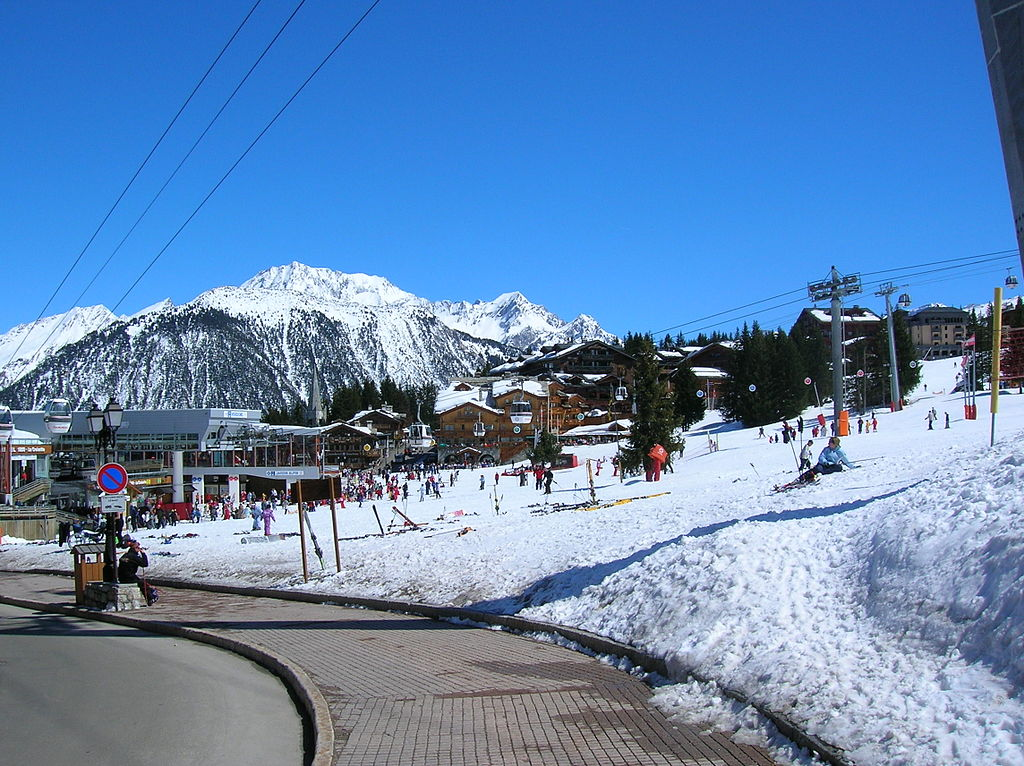 1024px-200604_-_Courchevel_1850_4