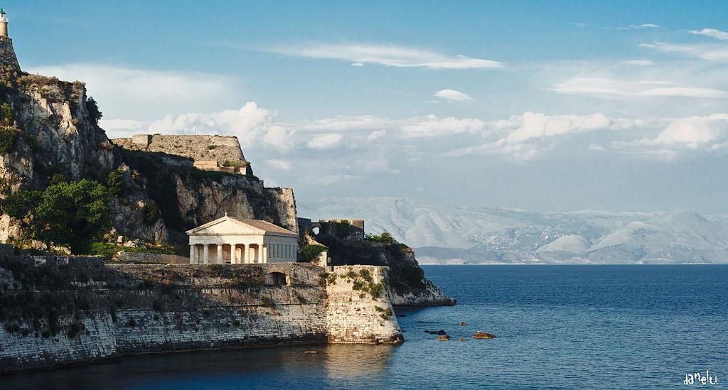 Doric_style_St._George's_Church_-_Palaio_Frourio,_Corfu_-_Greece_-_27_May_2011