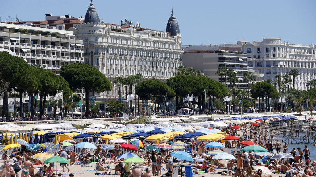 FRANCE-WEATHER-HOLIDAYS-HEAT-FEATURE