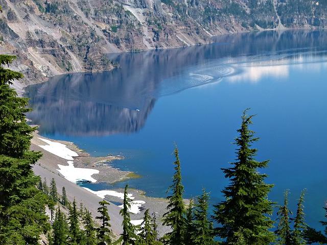 crater-lake-52870_640
