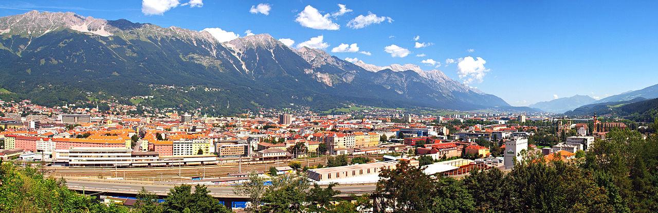 1280px-Innsbruck-Ville_pano