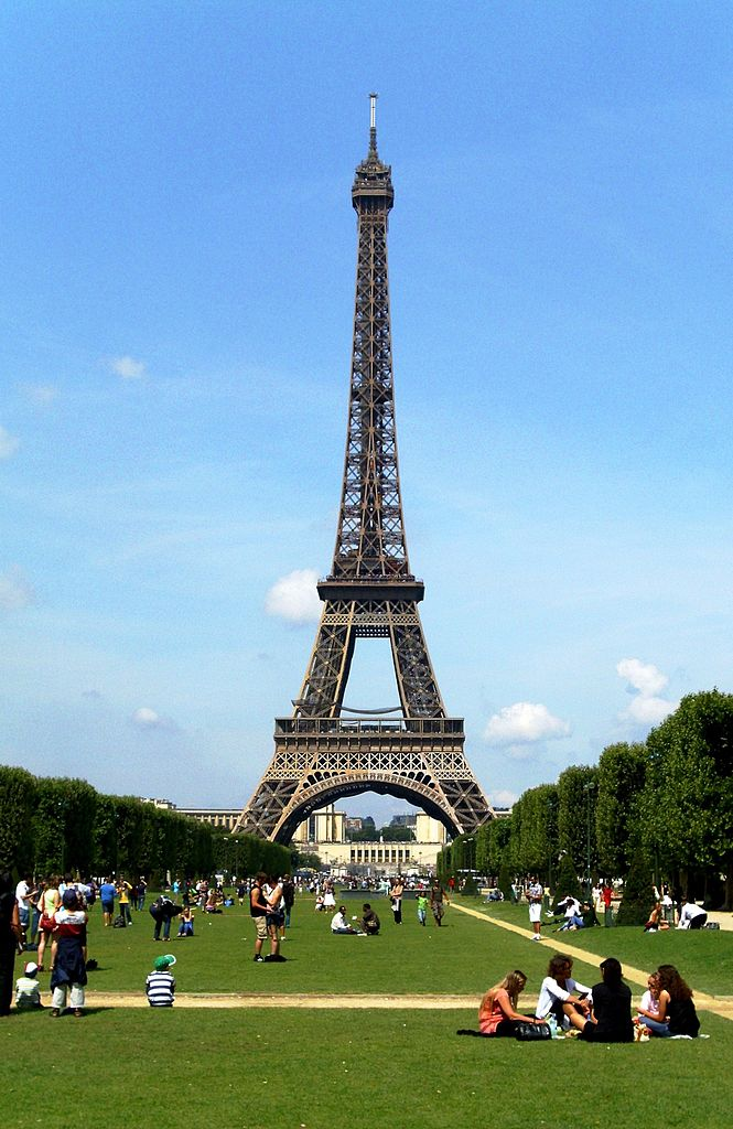665px-Eiffel_Tower_Paris_01