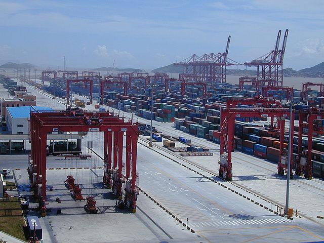 640px-Port_of_Shanghai,_Yangshan_Deep-water_Harbour_Zone,_02