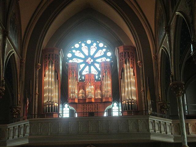 Pipe_organ_at_the_Cathedral_of_St._John_the_Baptist,_Savnnah