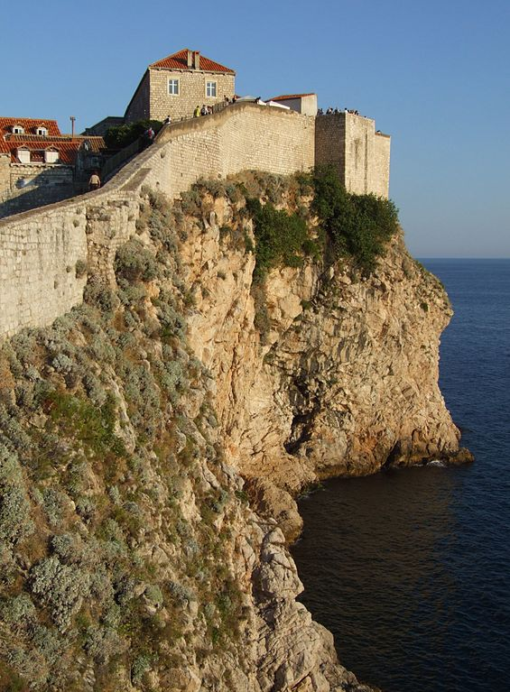 565px-Dubrovnik_-_city_walls_1_by_Pudelek