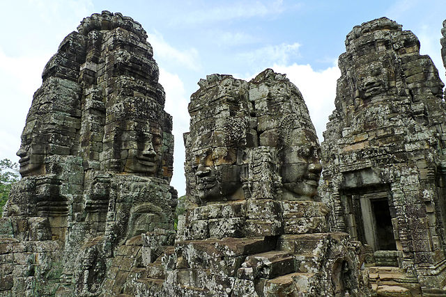 640px-A_temple_called_Bayonne,_Angkor_Thom,_the_Angkor_complex,_Siem_Reap,_Cambodia