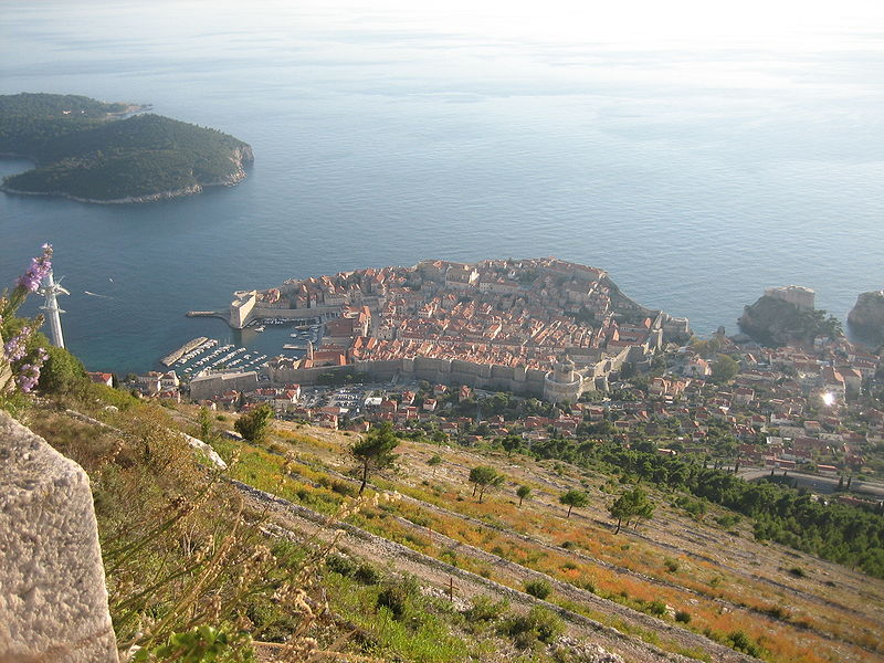 Walls_of_Dubrovnik_seen_from_hill