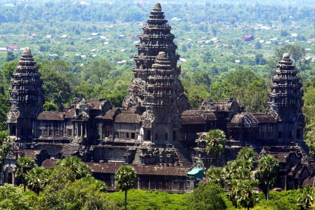 travel-trip-cambodia-milking-angkor-630x421