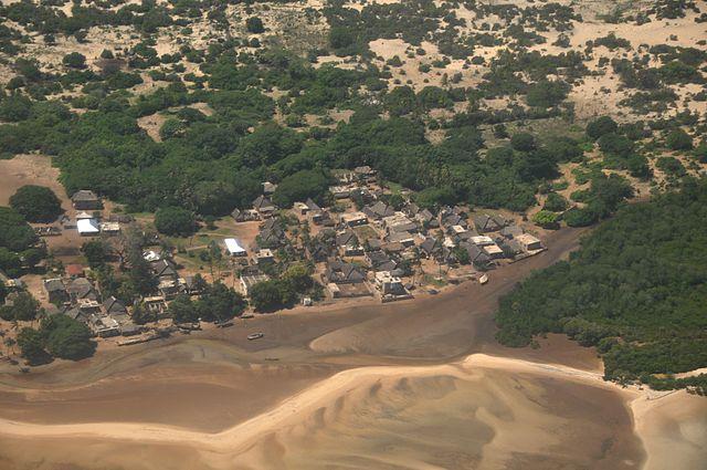 Kenya,_Lamu_Island,_Kipungani