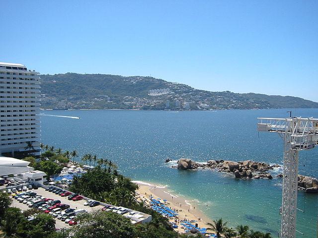 640px-Santa_Lucia_Bay_and_Condesa_Beach_in_Acapulco,_Mexico