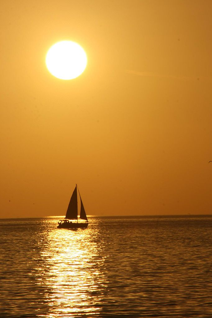 682px-Sanibel_Island_sailboat_(737558)