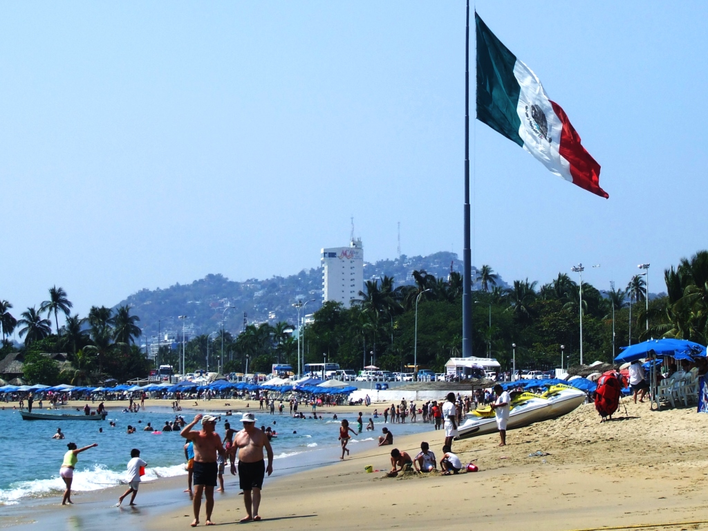 Flag_of_Mexico_in_Acapulco