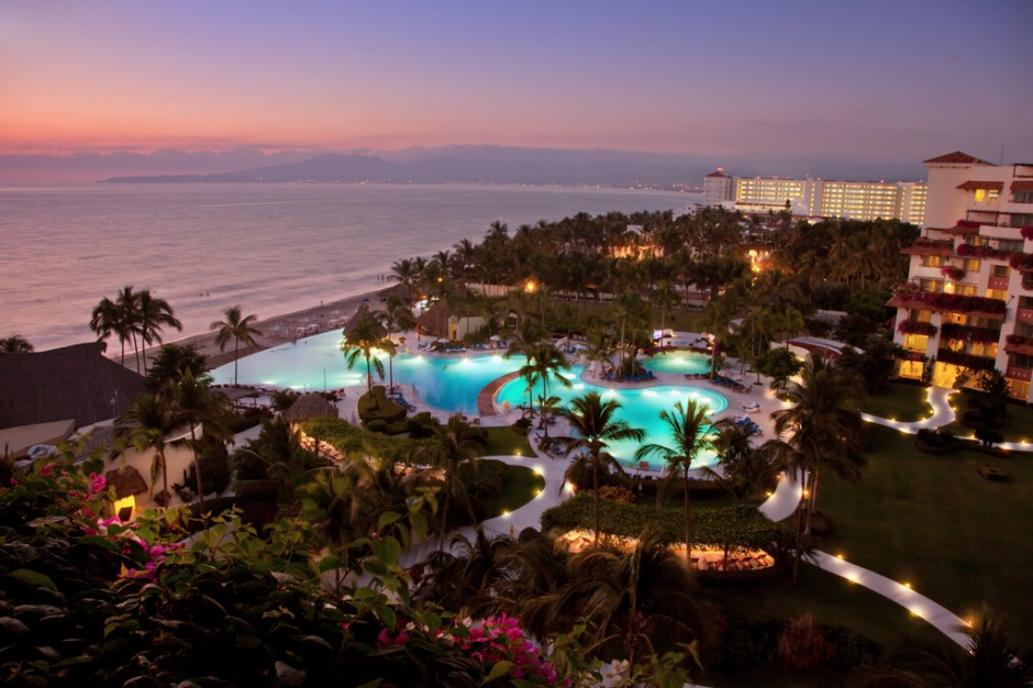 MexicoPuertoVallartaGrandVelasRivieraNayaritHotel_ResortNightLights_111911-940x626