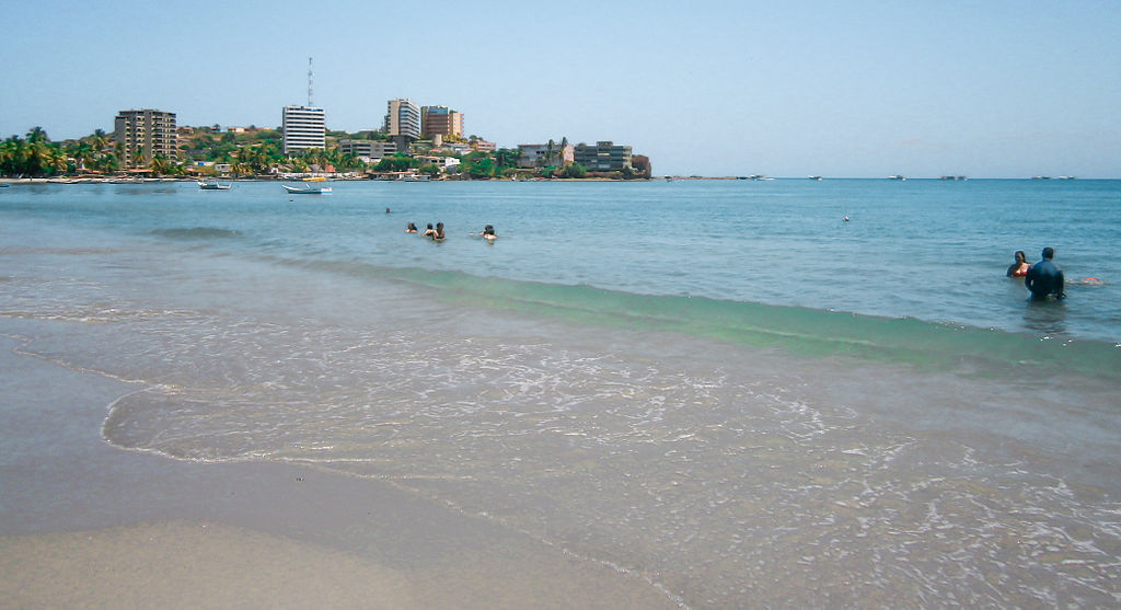 Pampatar_Beach_in_Margarita_Island_(2)