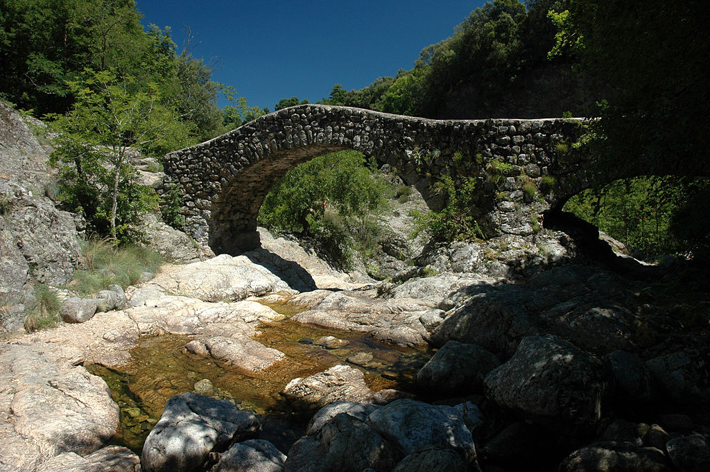 France_Rhone-Alpes_Ardeche_Jaujac_pont_romain_01