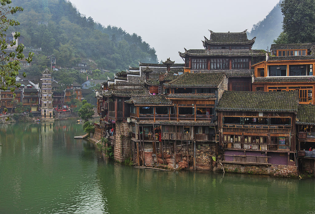 1024px-1_fenghuang_ancient_town_hunan_china