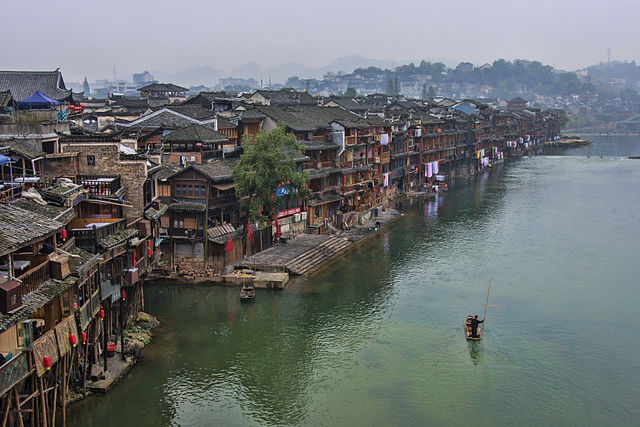 640px-1_fenghuang_ancient_town_hunan_china_2