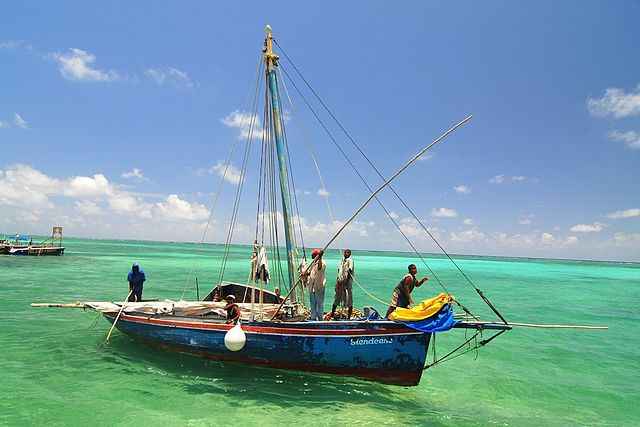 640px-Fishing_off_the_coast_of_Ambergris_Caye,_Belize