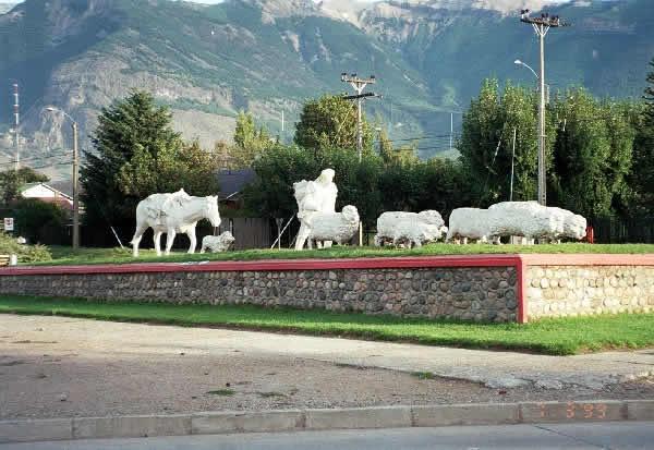 Coyhaique_-_Monumento_al_ovejero