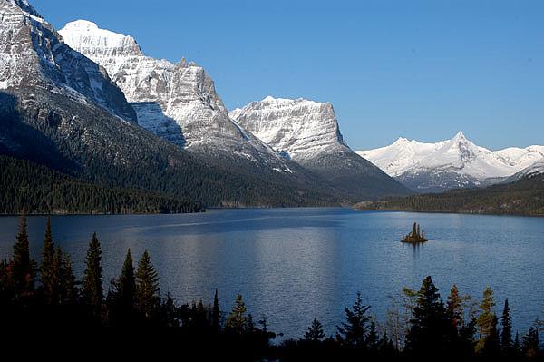 Saint_Mary_Lake_and_Wildgoose_Isla