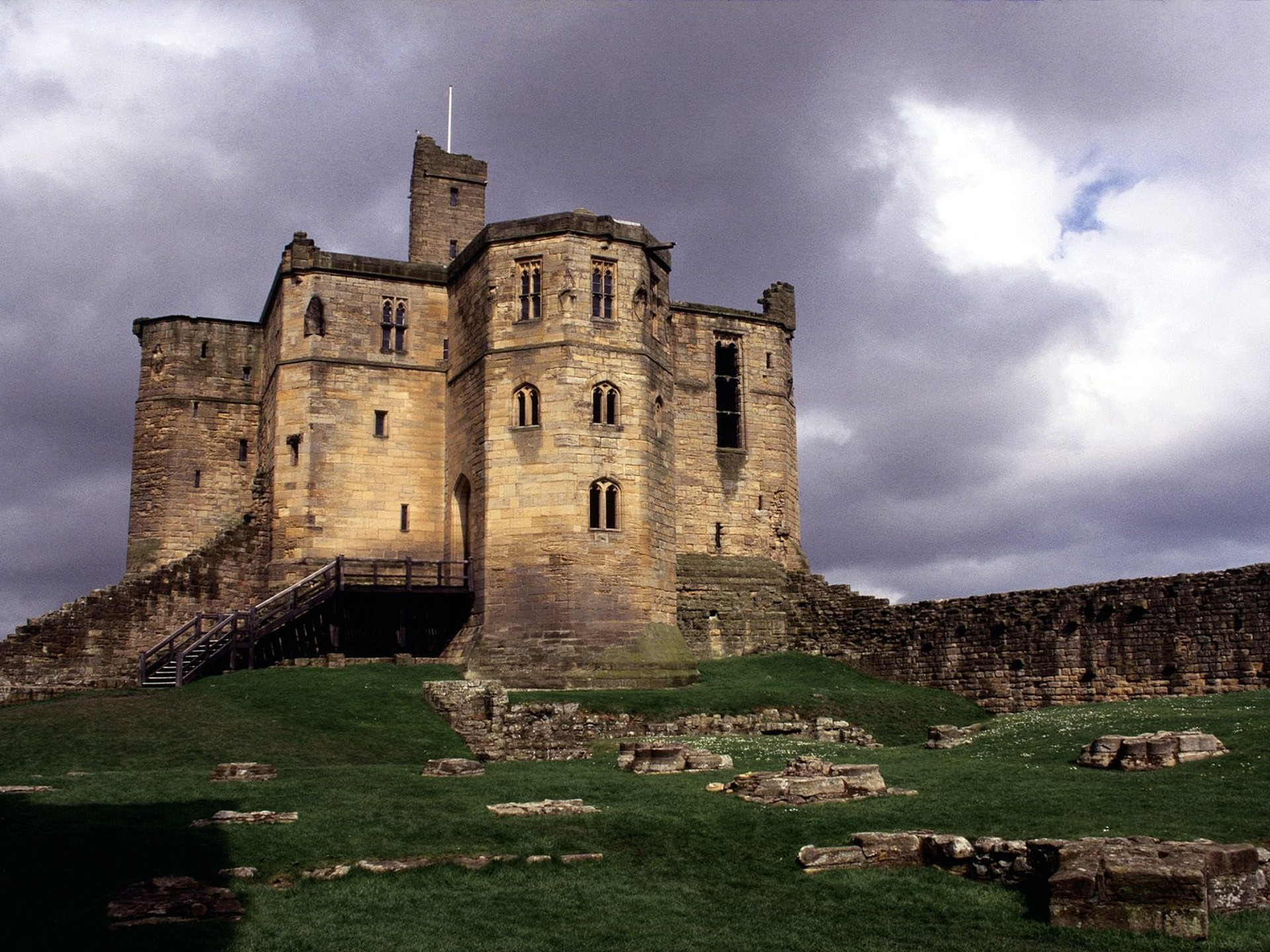 Warkworth-Castle-(England)